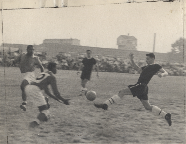Len Oliver in action with Uhrik Truckers in 1955. Photo courtesy of Len Oliver.