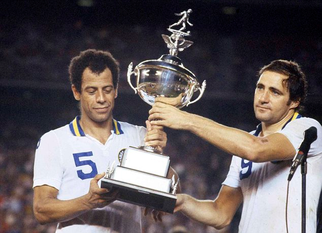 Cosmos (Carlos Alberto (l) and Giorgio Chinaglia) host the 1978 NASL trophy after bullying their way through the season.
