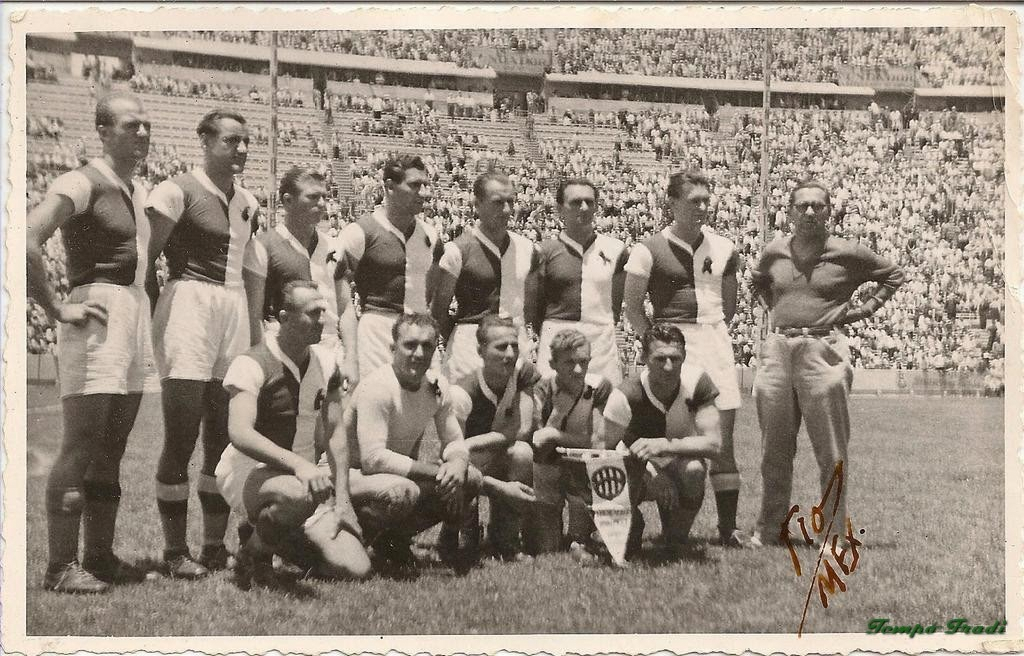 Puskas (top, third from left) lining up with Ferencvaros during Mexican tour 1947 Source: tempofradi.hu=