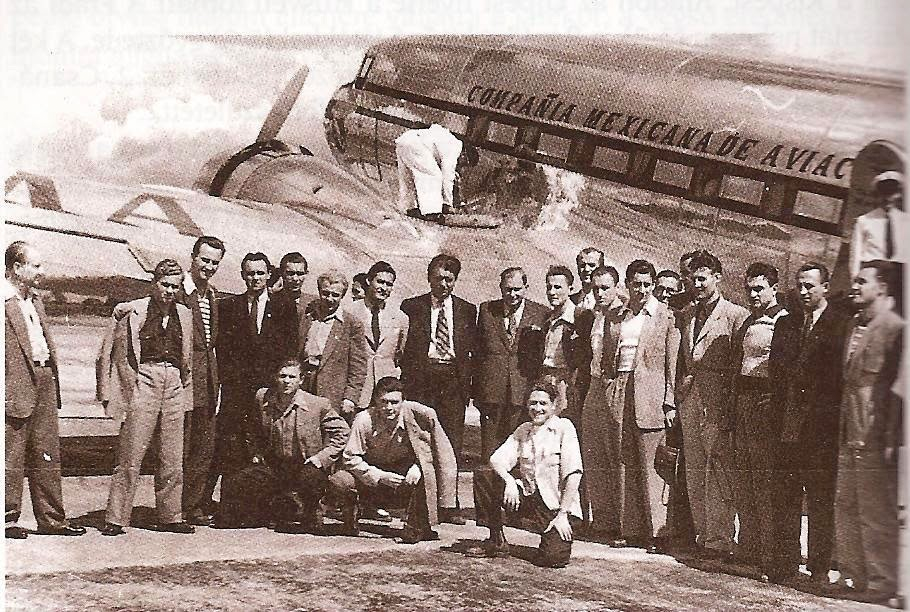Ferencvaros during their tour of Mexico. Puskas kneeling far left. Source: tempofradi.hu